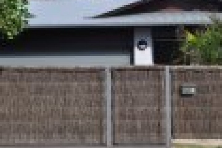 Temporary Fencing Suppliers Thatched fencing 720 480